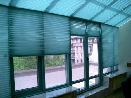 шторы плиссе на окна синие
