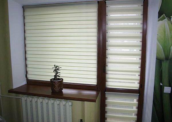 рулонные шторы день-ночь на балконную дверь