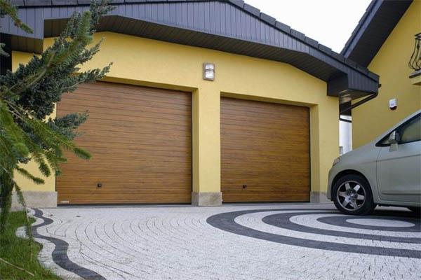 секционные гаражные ворота орехового цвета