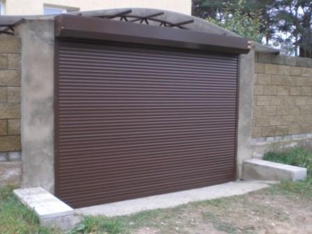 роллетные ворота на гараж коричневые алютех
