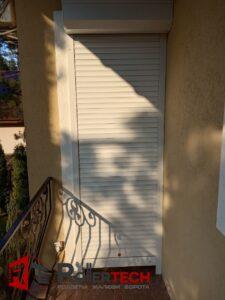 защитные ролеты на балкон картинка